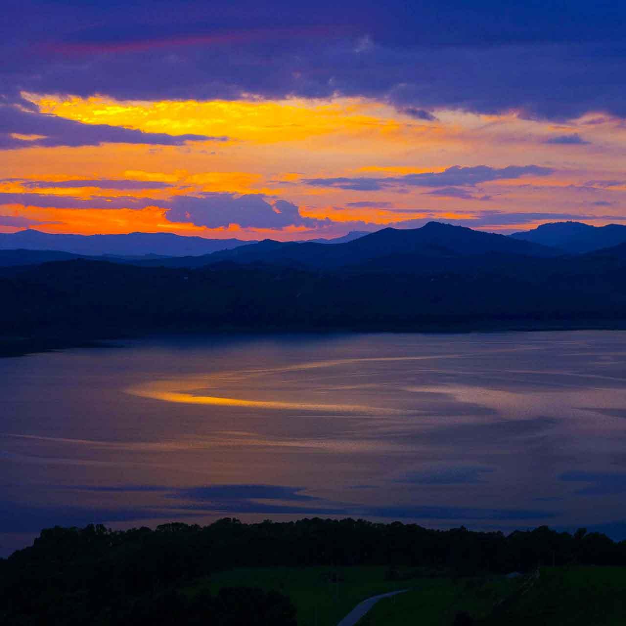 tramonto al lago pozzillo